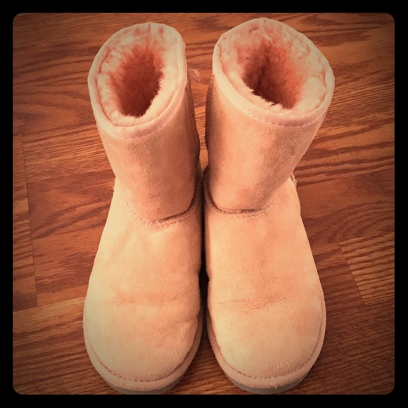 6098bec9994 Kids UGG Boots in light pink. VGUC